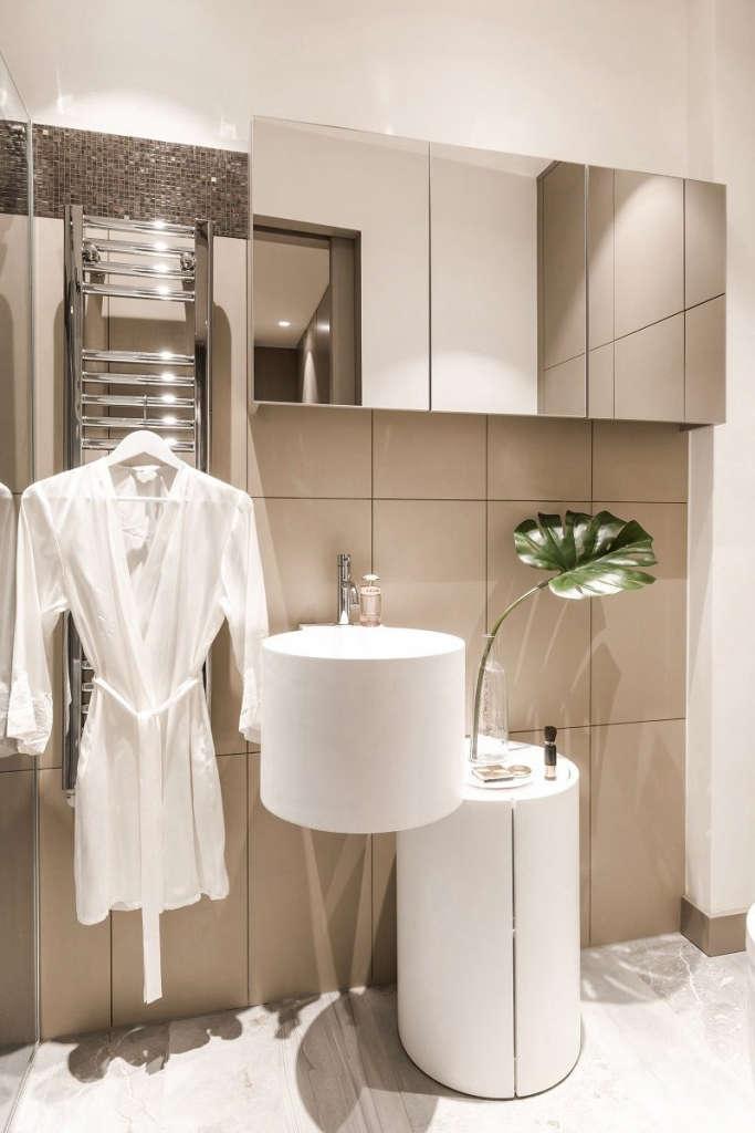 en suite shower room 18