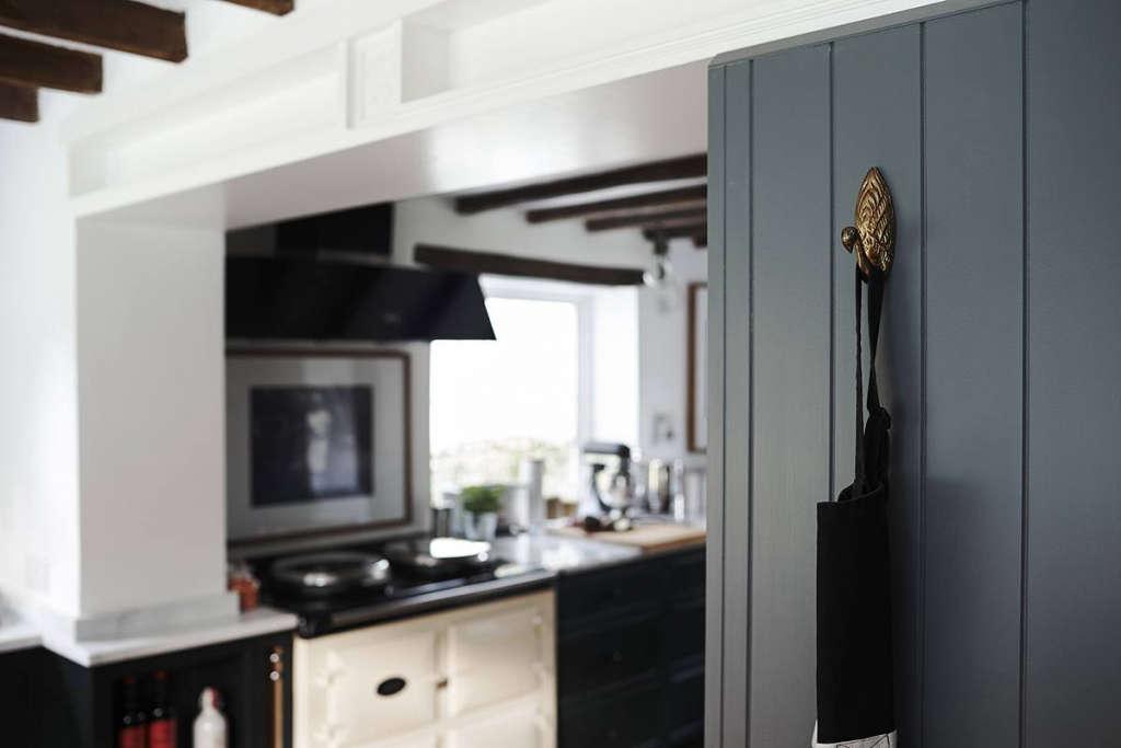 thatched cottage kitchen 03 11