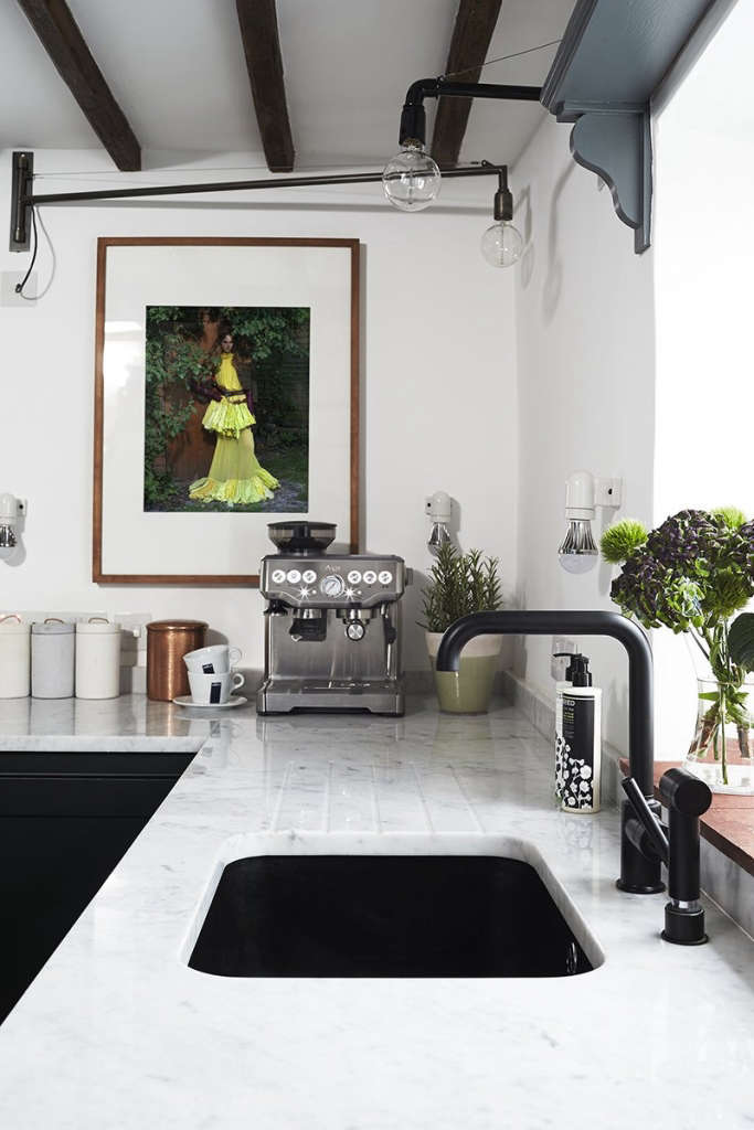thatched cottage kitchen 05 13