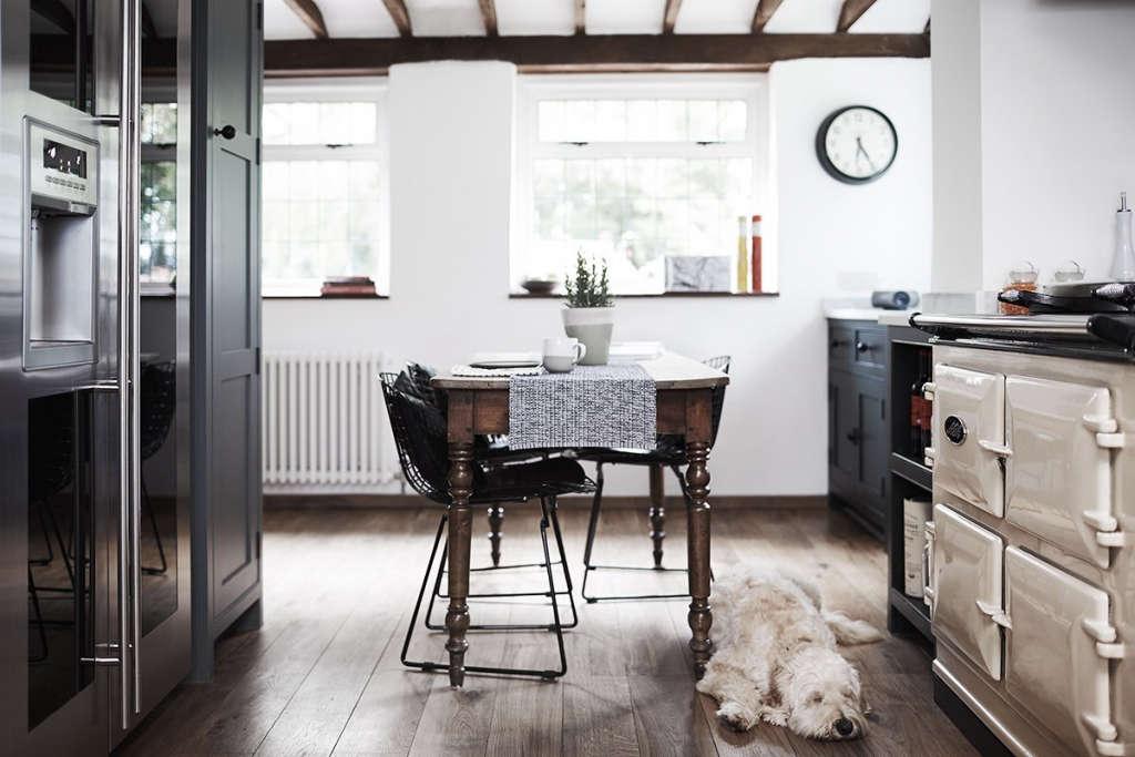 thatched cottage kitchen 06 14