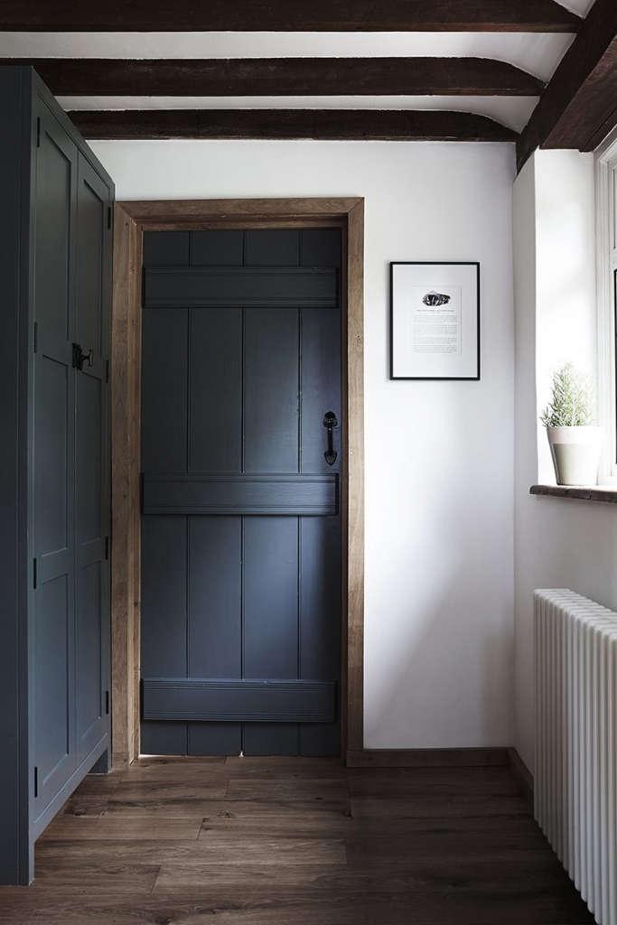 thatched cottage kitchen 08 16