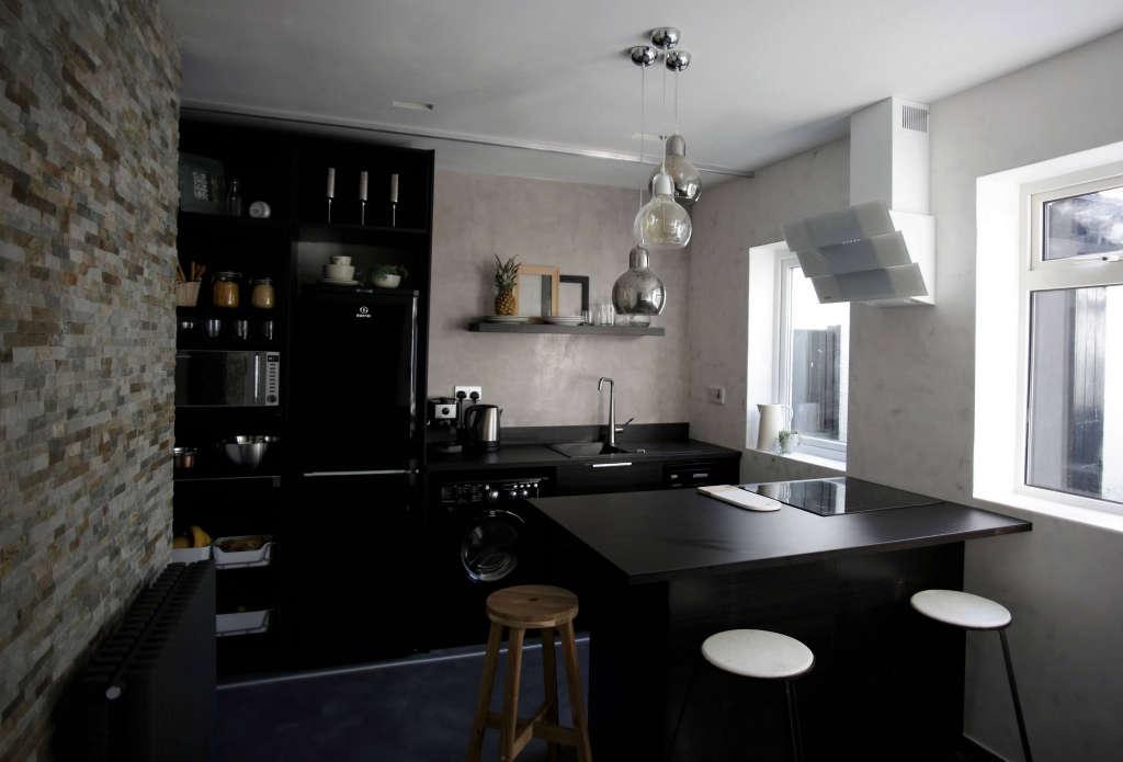 kitchen. poured concrete. slate stone. marble. glass. marmorino. 10