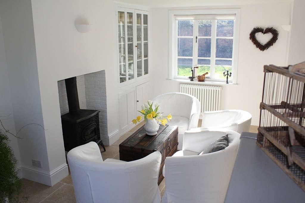 kitchen sitting area 11
