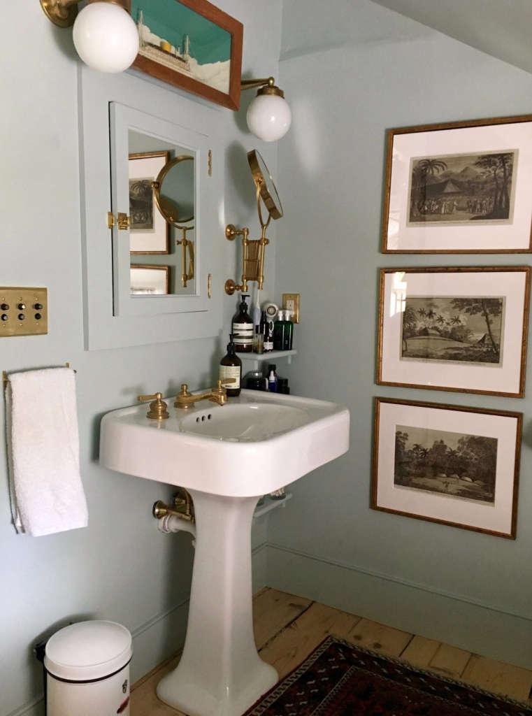 hudson valley farmhouse bathroom 9