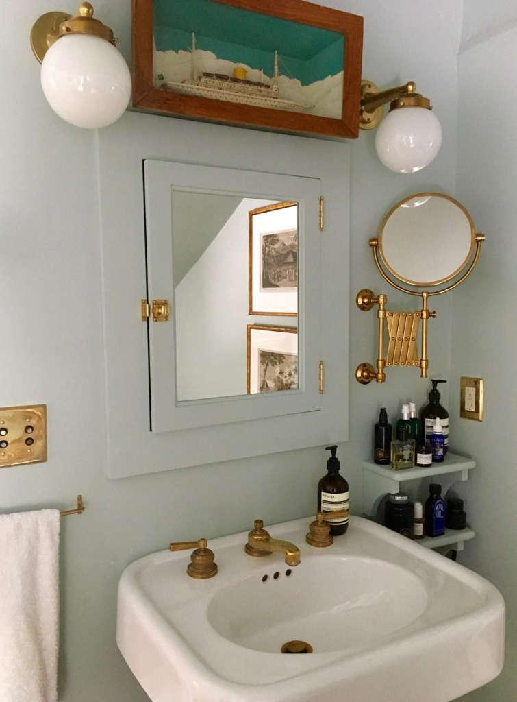 hudson valley farmhouse bathroom 10