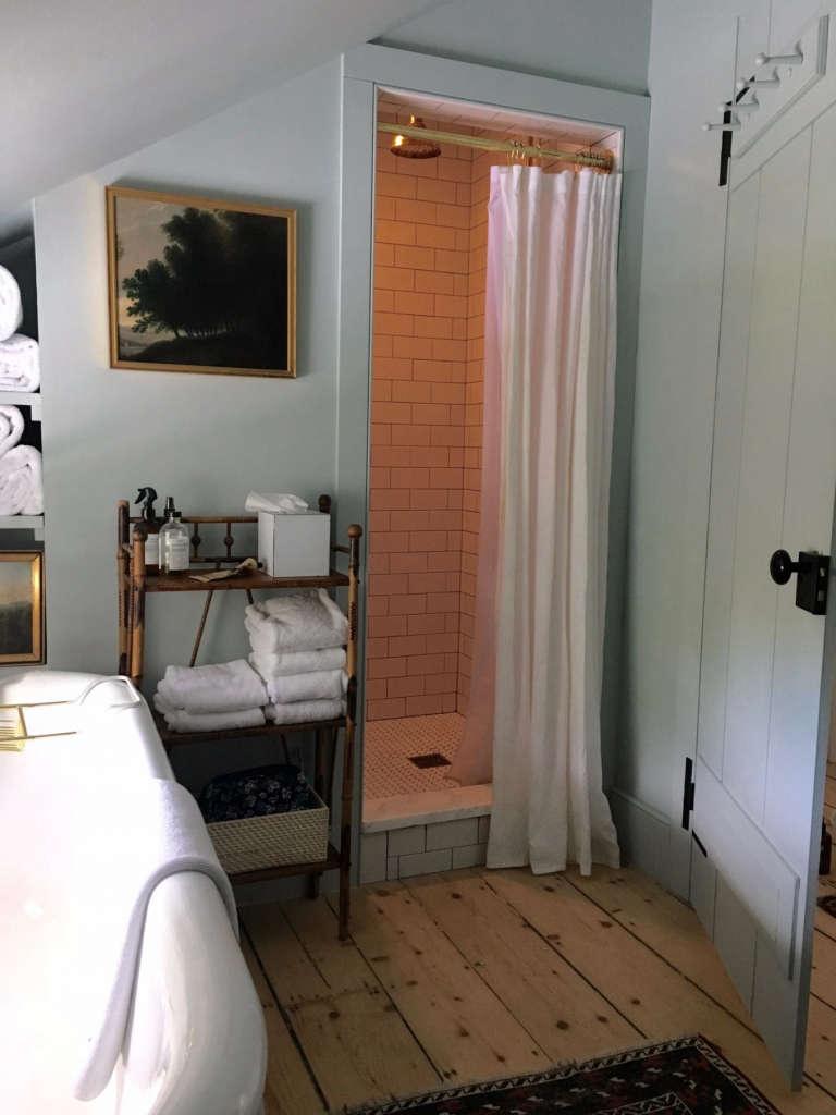 hudson valley farmhouse bathroom 11