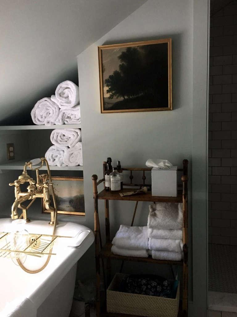 hudson valley farmhouse bathroom 13