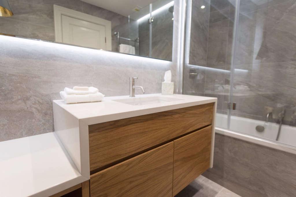 en suite bathroom – bespoke joinery 11