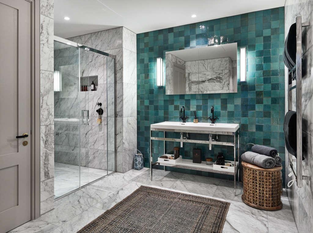 master bathroom   global traveller 9