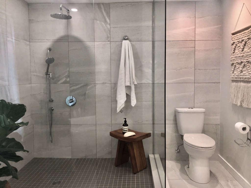 modern farmhouse bath   shower 11