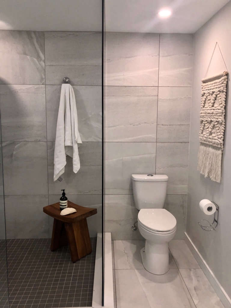 modern farmhouse bath   shower / toilet 13