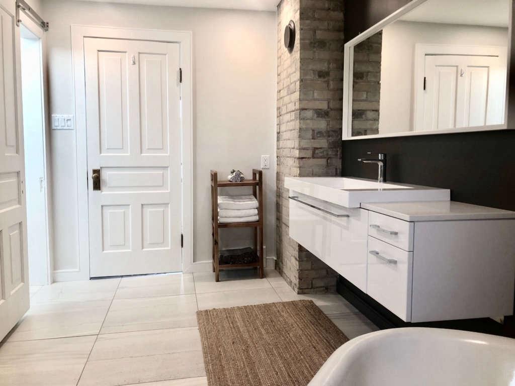 modern farmhouse bath   door 15