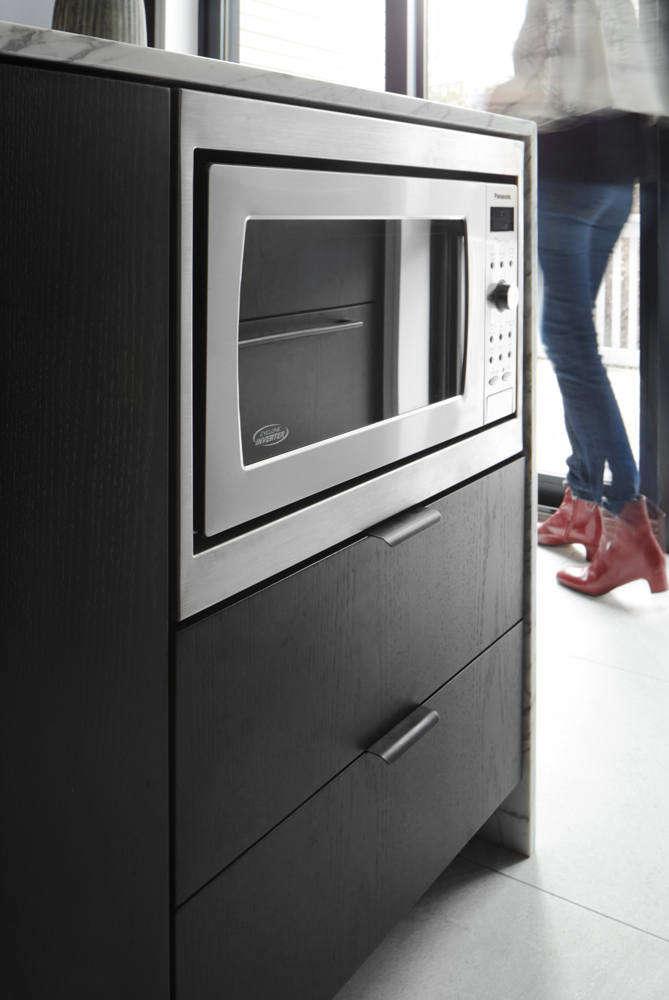 Julias Modern Kitchen portrait 3 13
