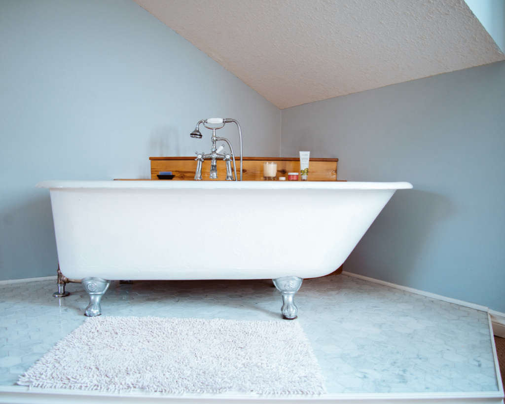 standard ideal co. cast iron tub 11